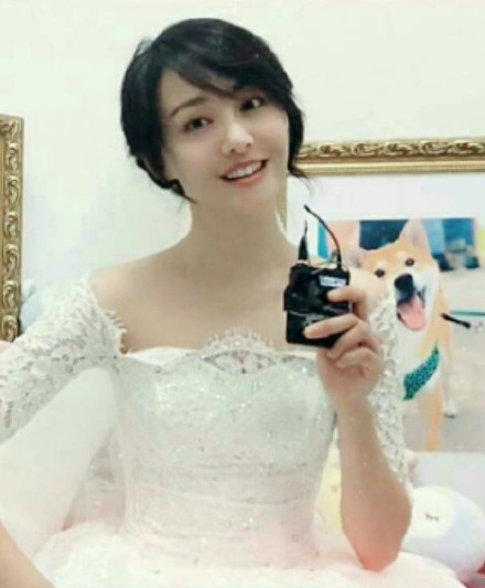 郑爽穿婚纱颜值重回巅峰时期,网友 超美,想跟郑爽结婚