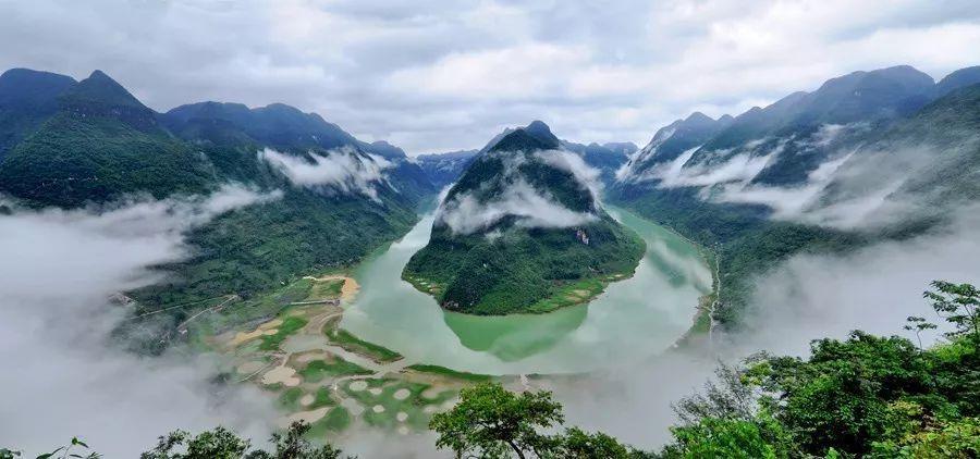 在广西,有这么一座小城 私藏了绝美的田园风光 这就是河池东兰 现在