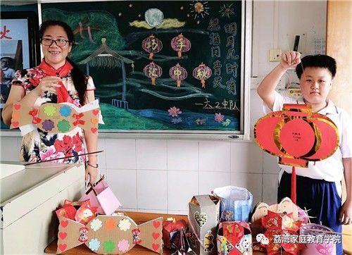 中秋佳节,他们用巧手diy月饼,制作灯笼,一起竞猜灯谜图片