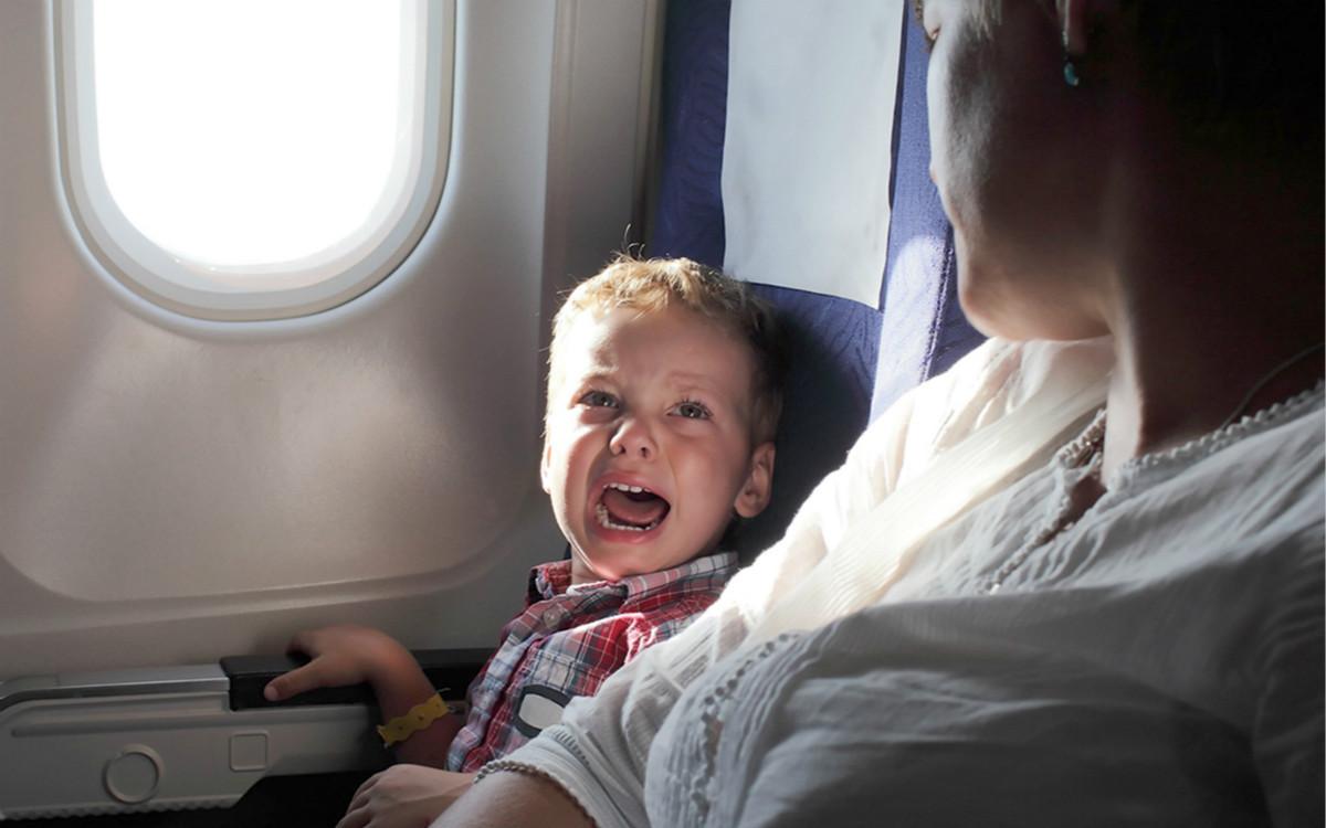 为了让坐飞机的孩子别哭,日本航司在想法子