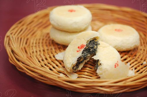 起源:滇式月饼历史悠久,相传,明末清初,退据昆明的南明小朝廷的永历