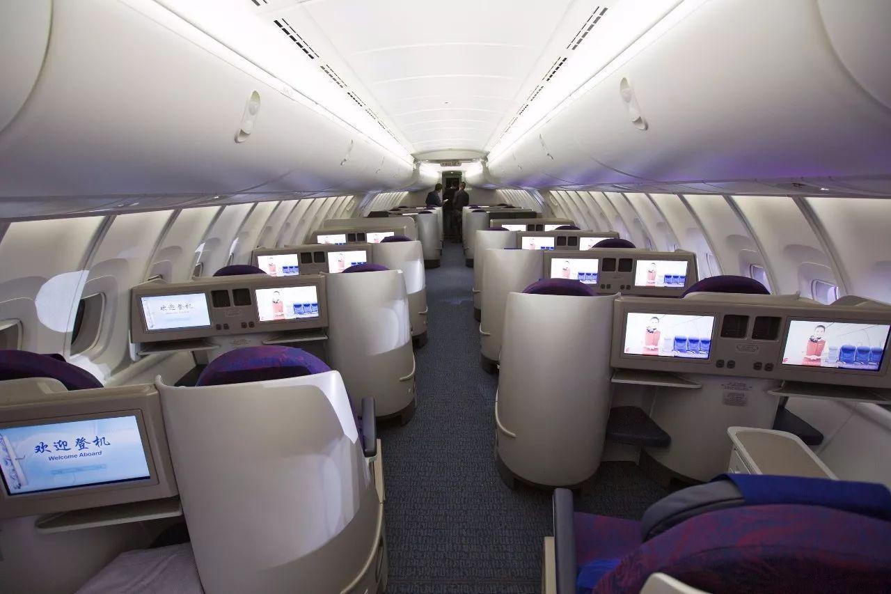 以成都—深圳线为例, 上图是国航748的商务舱.