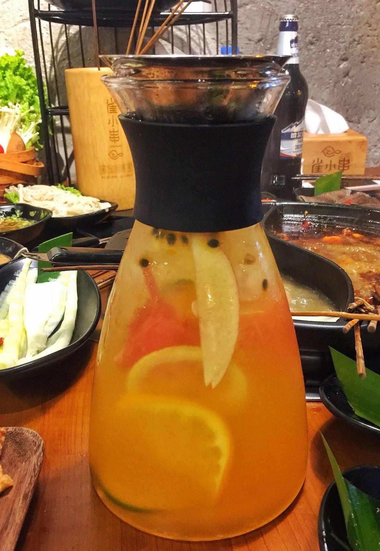 一边吃火锅一边喝水果茶,清凉又解辣!