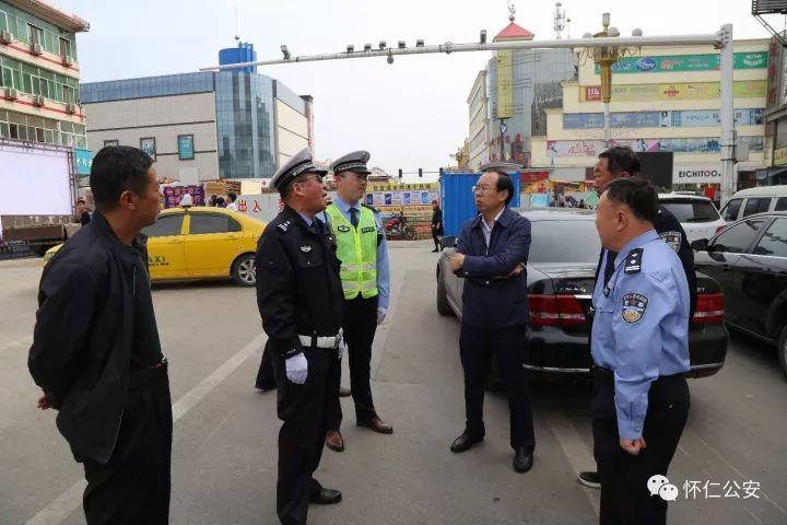 怀仁:许震副县长深入县城交通一线现场办公
