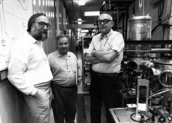 """主持LIGO""""引力波探测""""的3位科学家获2017年诺贝尔物理学奖!"""