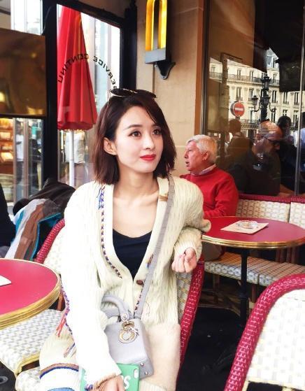 头一回来巴黎时装周看秀的赵丽颖,青春靓丽,元气满满!图片