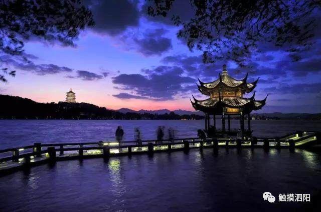 原標題:世界那么大,在泗陽最好!!! 生活不止眼前, 還有詩和遠方的田野。 人活一世, 身體和靈魂總有一個要在路上, 世界那么大,必須去看看!必須的! 可是, 被人頭攻陷的絕世美景,真是一坑還比一坑深。 北京 故宮  去之前  去之后