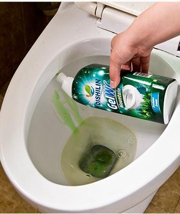 马桶尿垢发臭又发黄 教你一实用土方法,马桶瞬间干净无异味