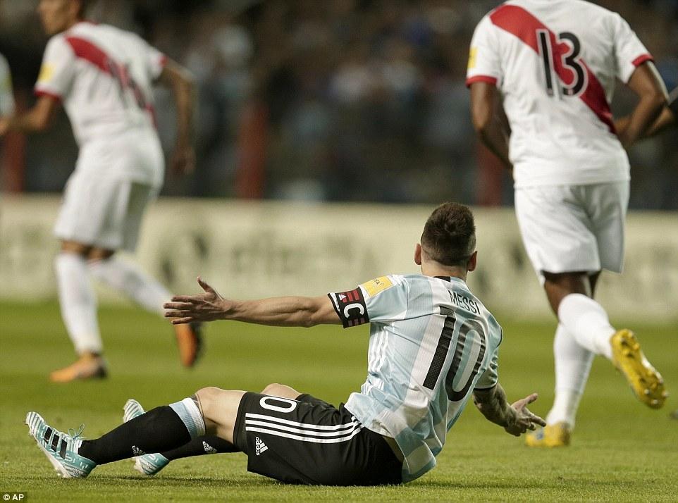 便秘式进攻!阿根廷没进球命 梅西中柱队友吐饼
