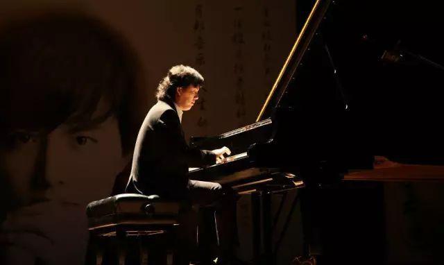 享誉世界的著名中国钢琴家,肖邦国际钢琴比赛史上最年轻的冠军和评委.