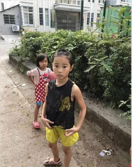 国庆假期玉山最美故事小女孩落水他想也没想就跳入河中……