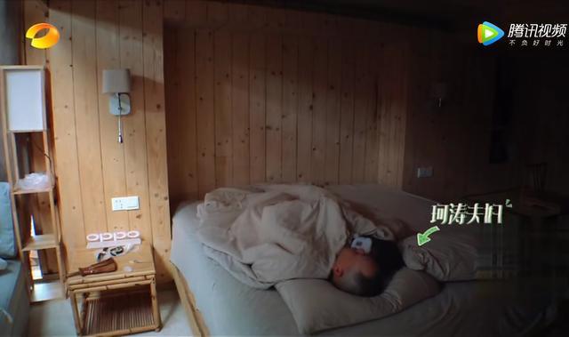 《亲爱的客栈》刘涛素颜为老公王珂做早餐,两人睡觉时