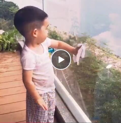 看了陈小春4岁的儿子做饭,感觉自己是个废人