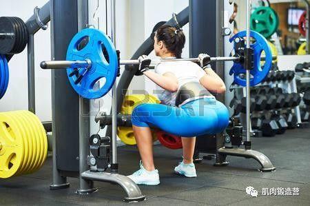 4个臀部训练动作,帮你改善臀型练出翘臀,赶紧练起来!