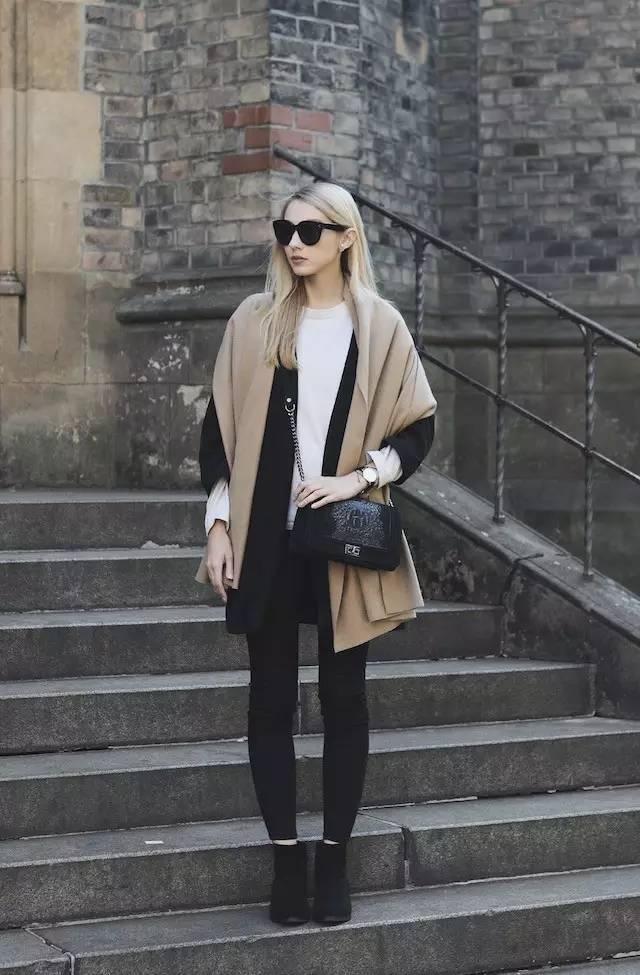时尚|大毛衣+紧身裤,简约单品穿出不俗气质! 33