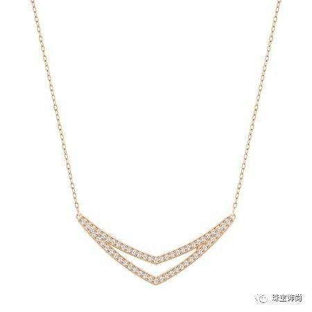 当珍珠搭配金属,柔与刚的碰撞才能更显时尚!