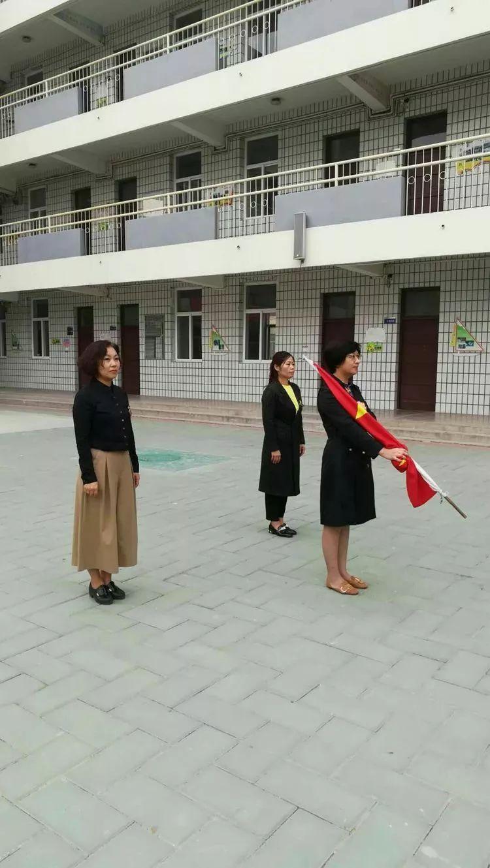 担任护旗手的是爱民小学两位副初中刘丽红学校,李秀云同志.2016东莞校长同志排名榜图片