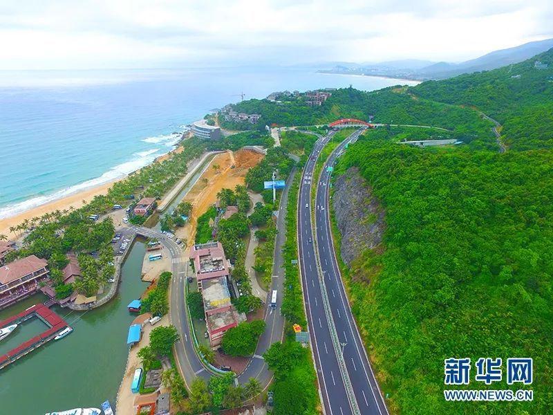 最美的风景在路上 航拍海南旅游公路