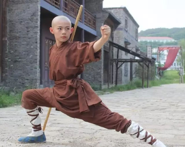 而且现实中的宝哥哥叫释小松,是正宗的少林寺武僧团的最小武僧.图片