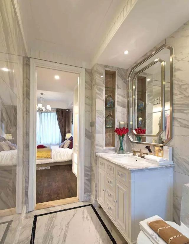 问题8:卫生间外窗设计尺寸是多少? 卫生间是非常隐私并且需要采光较好的地方,所以卫生间的窗台高130厘米-150厘米左右,窗扇上悬,这样窗户不但可以长开通风,也可以保护私密性。  二、关于布局尺寸 洗面台和洗手池还是有区别的了,只有了解了其作用我们才能更好的进行布局设计,设置洗面台的屋子即洗面室,它的作用大概有以下几种: 洗面洗发化妆作为浴室的更衣室若是洗衣房的话作为洗衣甚至晾晒的场所。