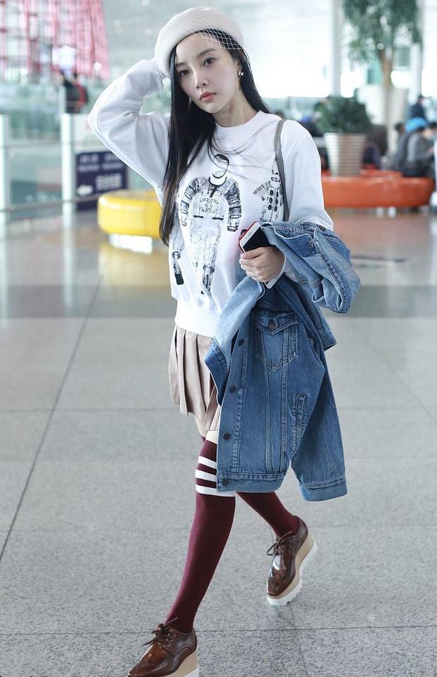 李小璐为扮嫩36岁穿16岁少女的衣服网友:真不适合看着掉价
