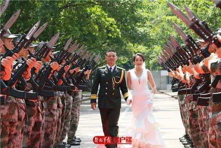 军人婚纱照高清_军人壁纸高清手机壁纸