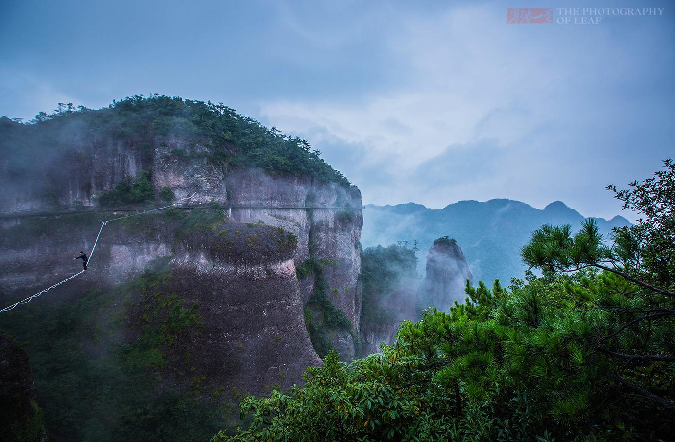 这是世界上规模最大的火山流纹岩地貌,花1.5亿打造出100余个景点