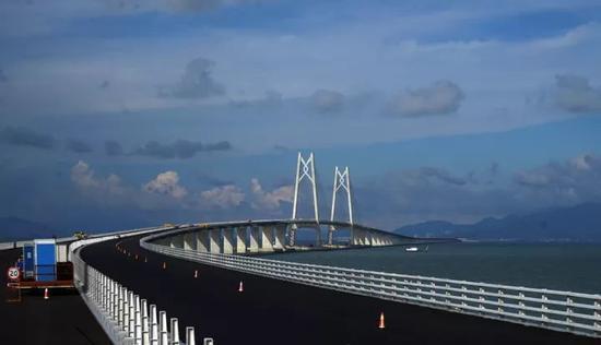 2017年6月8日,世界上最长的跨海大桥-港珠澳大桥全线贯通在即图片
