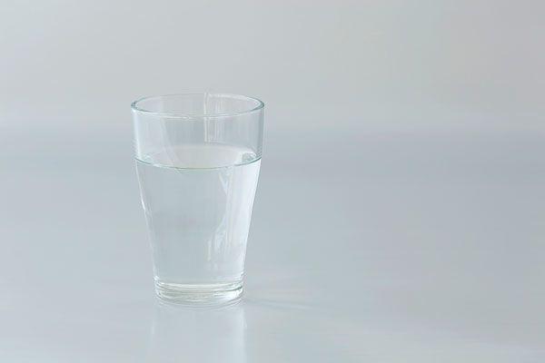 嗓子干痒用盐水漱口什么原理_输液用的糖盐水是什么