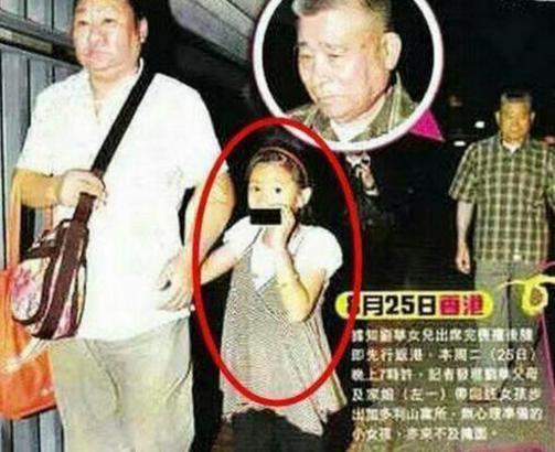 刘德华第一次曝光女儿的照片时,发现这对父女都撅着嘴