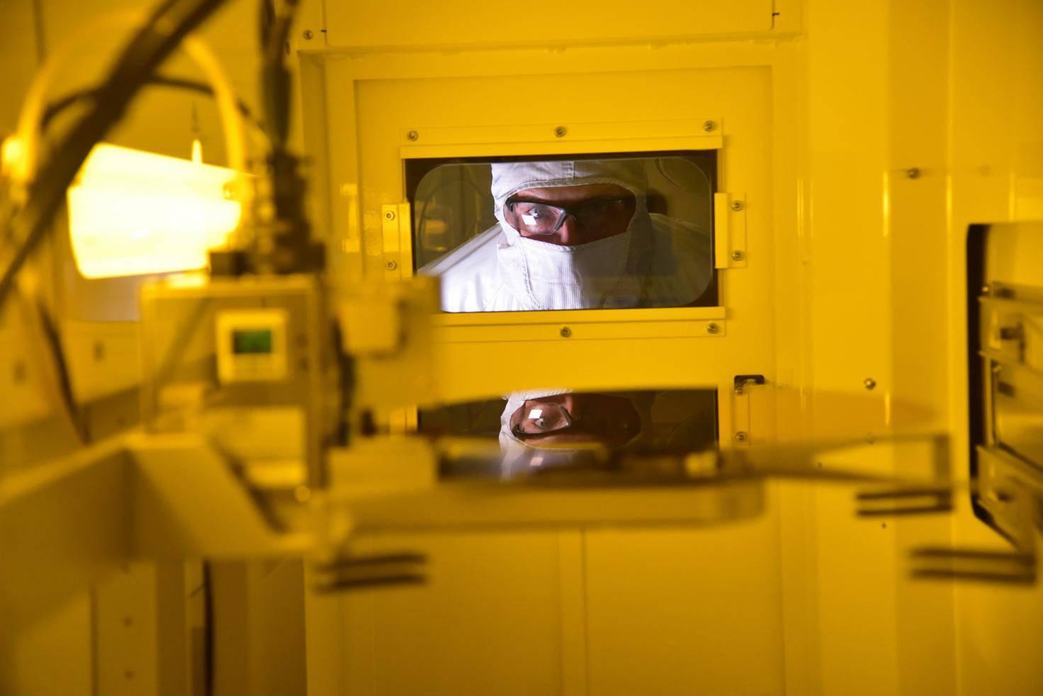 """谷歌""""量子霸权""""即将来临,Intel加紧研发量子芯片"""