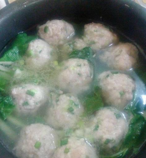 我做的丸子汤,儿子放学一回家,一口气喝了2碗,就是香!
