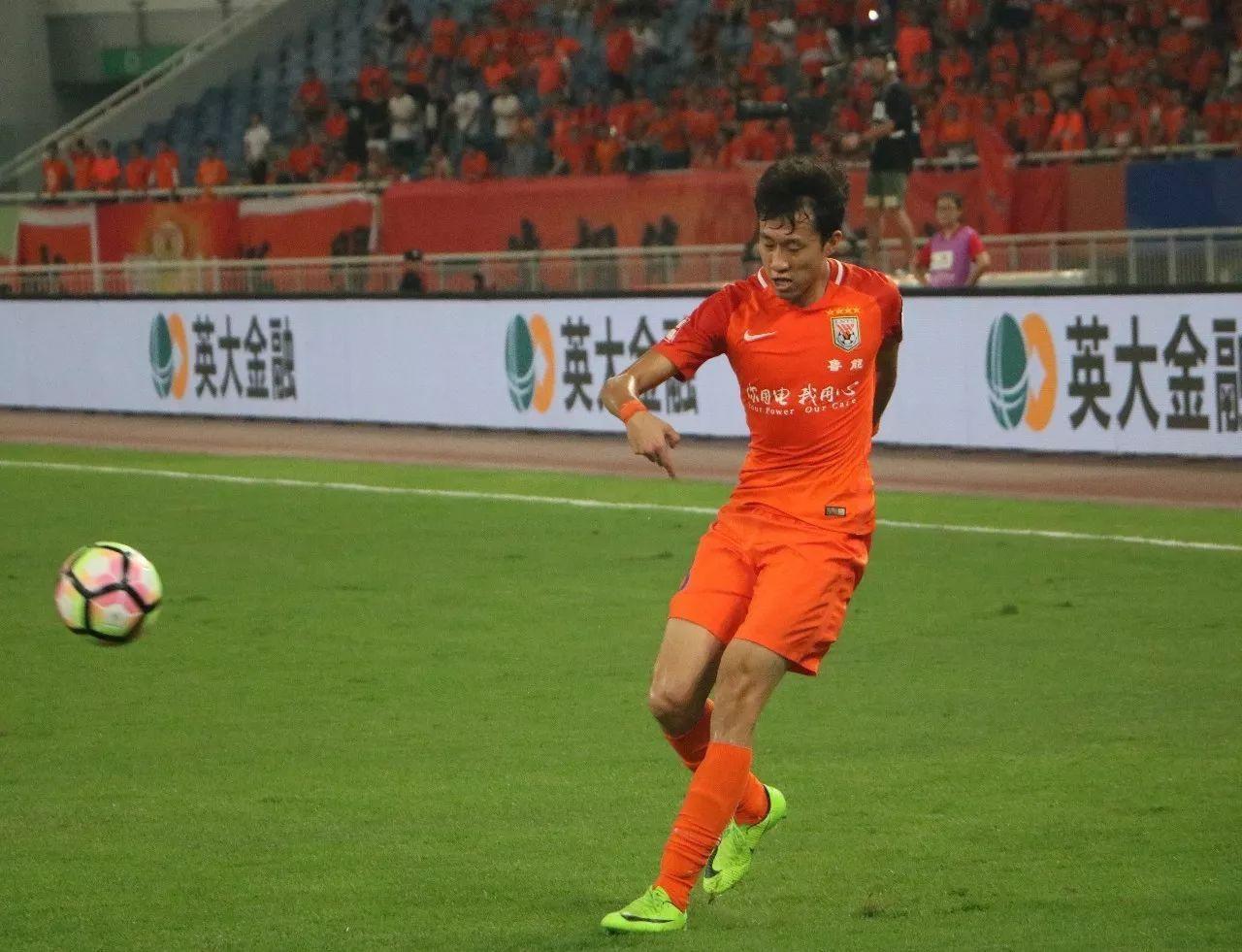 蒿俊闵带着大家加练传中,宋龙说出一些队里的小故事!
