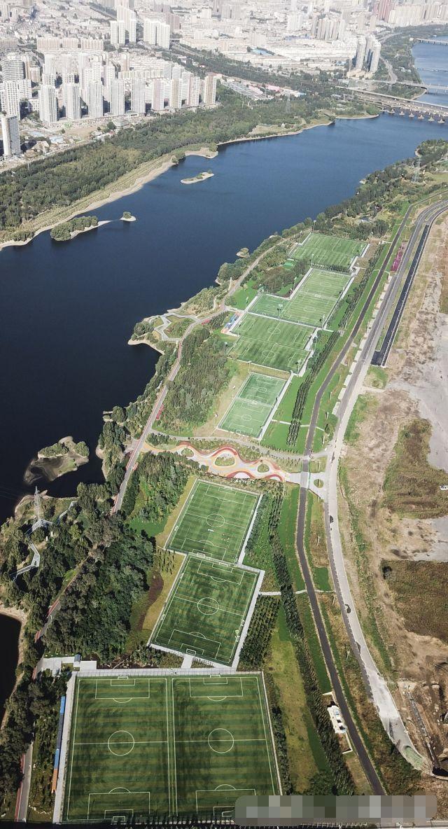 旅游 正文  沈阳哥德杯世界足球公园位于长白岛经济区满融地区浑河南