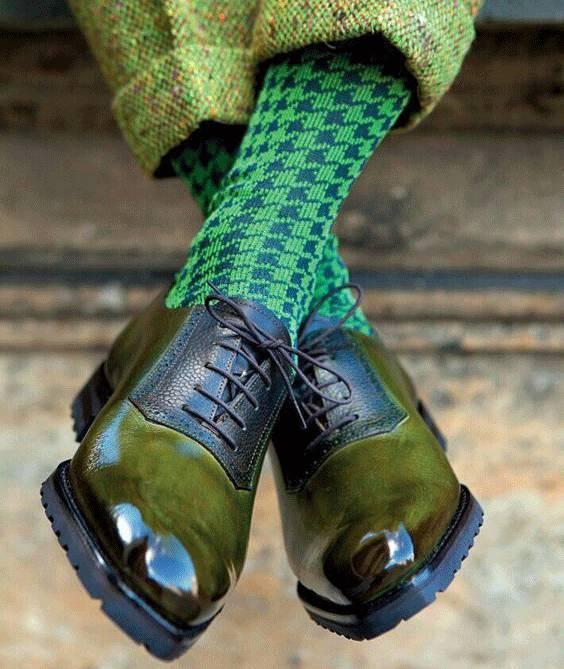 正经情趣的情趣内衣:及膝袜男人指女朋友图片
