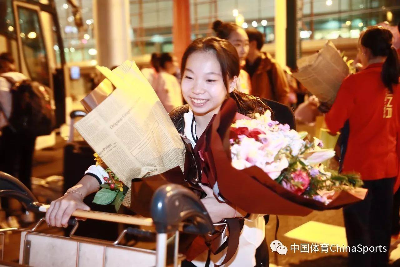 中国体操队载誉归国