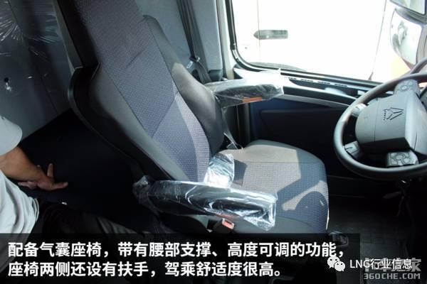 就驾驶室内部而言,该车在空间的大小,卧铺的宽度,座椅的舒适,储物