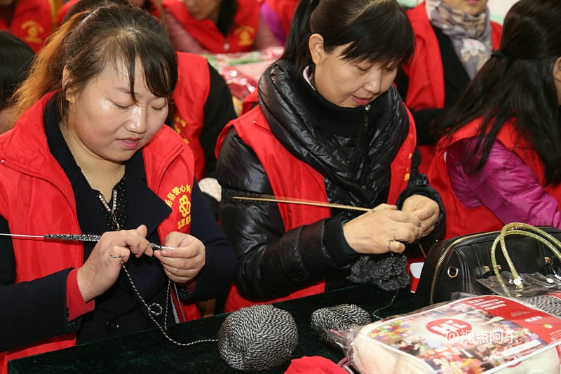 陕西各界志愿者编织爱心毛衣  为孤残儿童送温暖 - 视点阿东 - 视点阿东