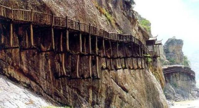 一村子的人,用5年修了一条路,堪称:绝世工程,世界第十大奇迹