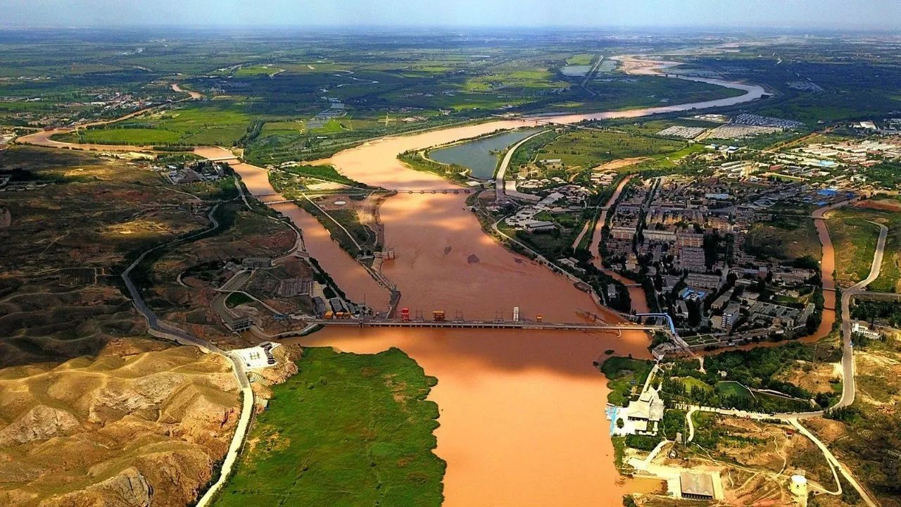 旅游 正文  而带给这一切的源头均来自青铜峡黄河水利枢纽,这里是宁夏