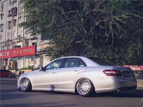 北京hellaflush改装_行政也玩低趴 奔驰E级W212改装气动避震底盘升降 Hellaflush风格的 ...