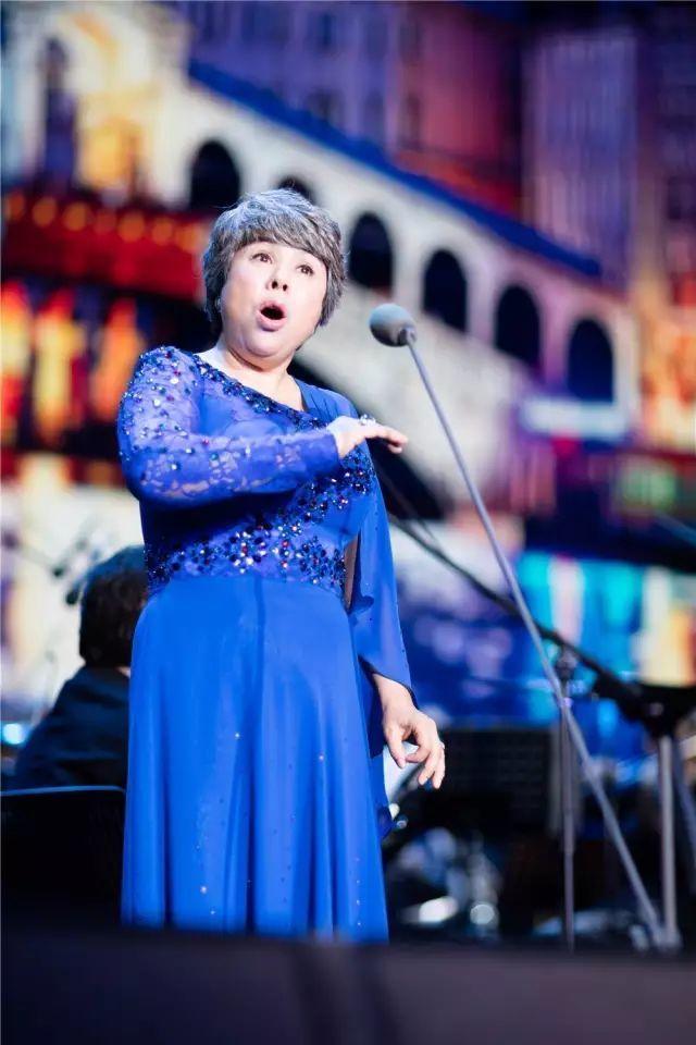 "v世界世界1""中国花腔""迪里拜尔正文著名歌剧女高音歌唱家,图片洼蜱虫夜莺图片"