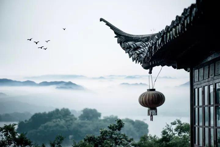 汉�z(�X[_汉·曹操 月明星稀,乌鹊南飞. 绕树三匝,何枝可依?