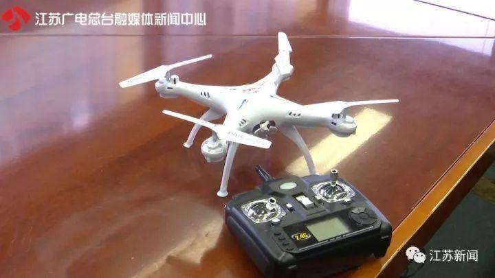而在最近,江苏广电融媒体记者在一些大型卖场发现,遥控飞行器以玩具的