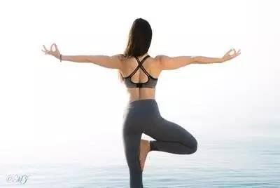 """瑜伽""""开肩"""",好处多多的东方秘术,你会做吗?图片"""