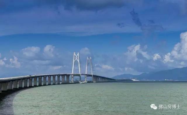 港珠澳大桥海底隧道铺装路面 年底大桥具备通车条件