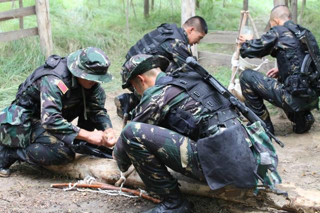 为什么解放军特种兵普遍不戴防弹头盔,而选择戴军帽呢