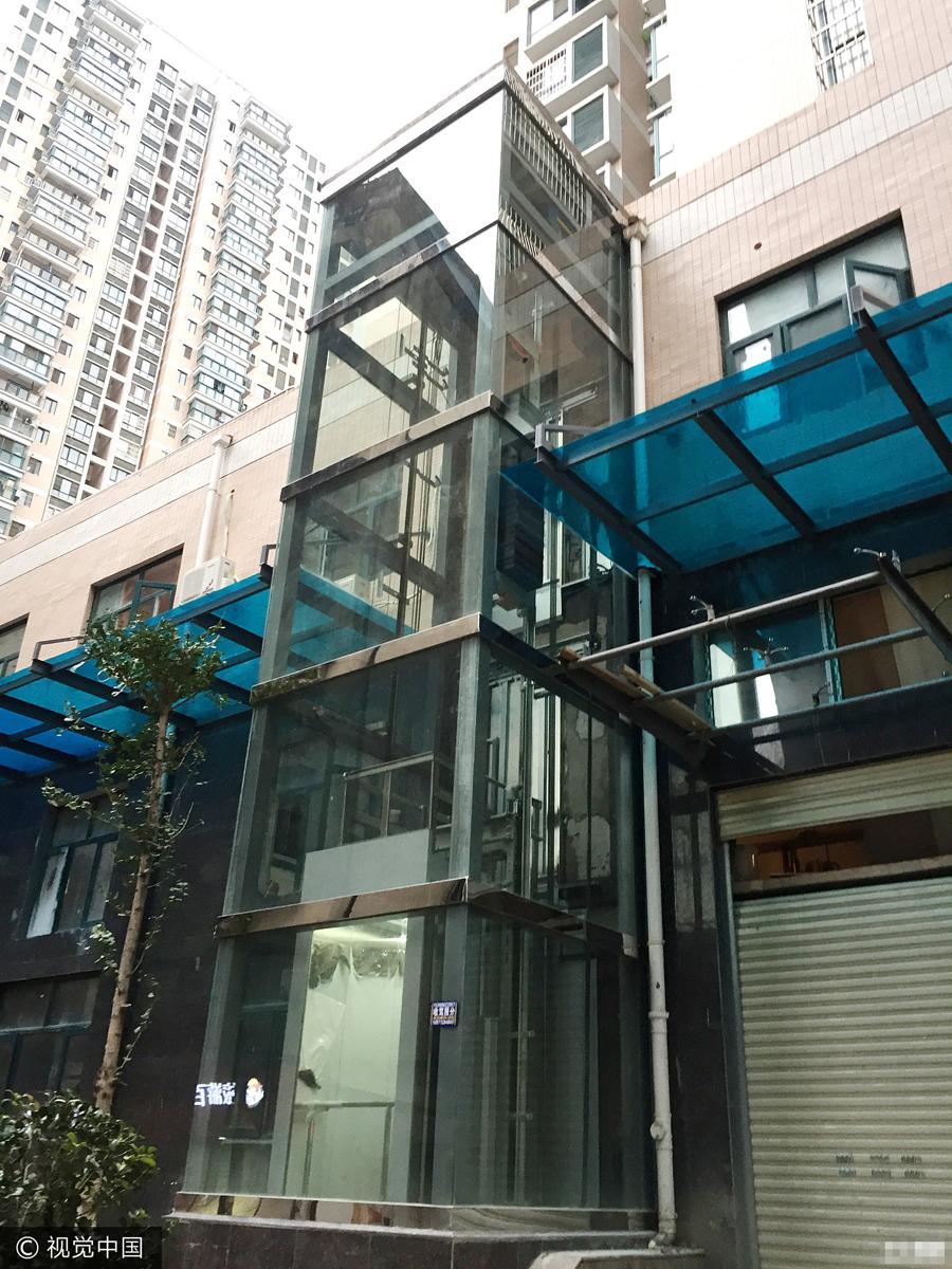 商家在居民楼建观光电梯 引楼上住户担忧