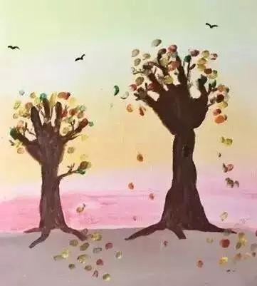 秋日的大树 来个立体的秋日大树 三,手指画大树 在手臂上涂上颜料,印图片