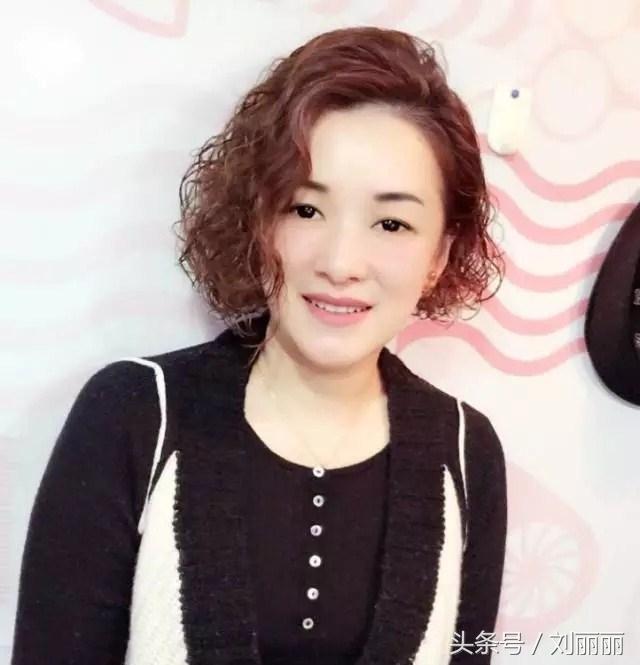 """2017中年女士流行""""剪个短发,烫个小卷卷"""",年轻20岁图片"""